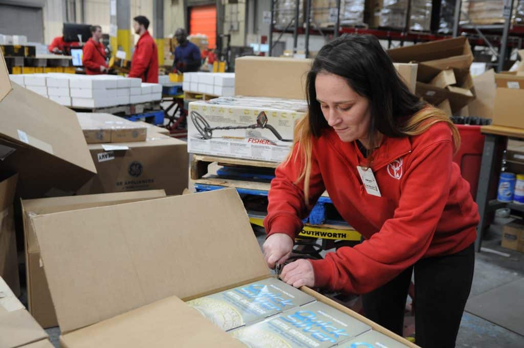 Ecommerce fulfillment worker